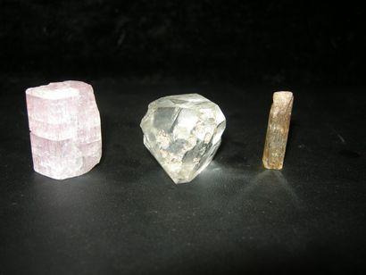 Lot de trois cristaux gemmes terminés du...