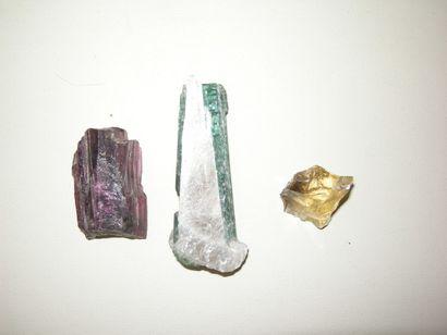 Lot de 3 minéraux du Brésil: un cristal...