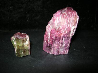Lot de deux jolis cristaux terminés de TOURMALINE...