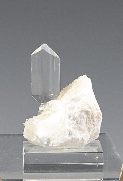 Un exceptionnel petit cristal bi-terminé...