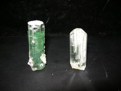 Lot de deux minéraux du Brésil: un cristal...