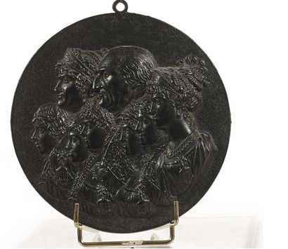 MEDAILLON rond en bronze à patine noire représentant...