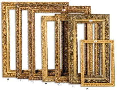 BAGUETTE en bois sculpté et doré à décor...