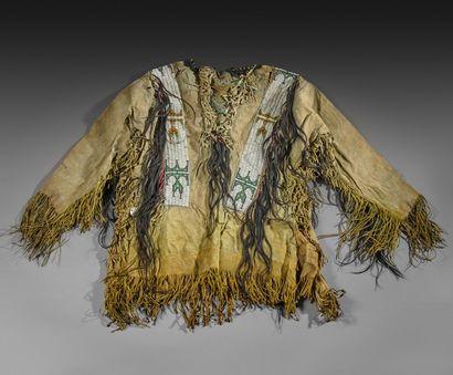 VESTE de 'GUERRIER' ou aux 'SCALPS ' Probablement Lakota, Sioux, Indiens des Plaines,...