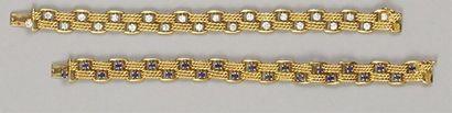 Paire de petits BRACELETS en or jaune articulé...