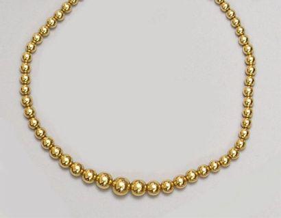 COLLIER de 59 perles d'or en chute dit «...