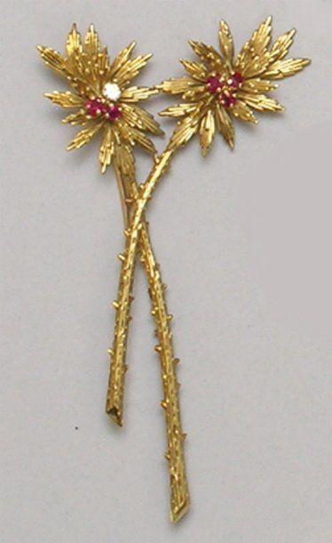 Petite BROCHE «fleurs», en or jaune, les...