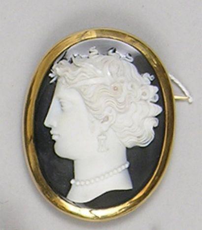 CAMEE sardoine sculptée d'un profil féminin...
