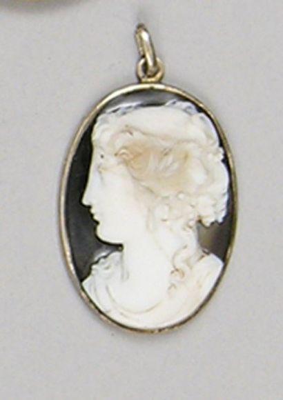 CAMEE ovale en sardoine au profil féminin...