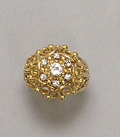 BAGUE «dôme» en or jaune et platine ajourés,...