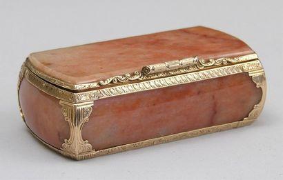 TABATIERE en pierre ornementale (quartz?)...