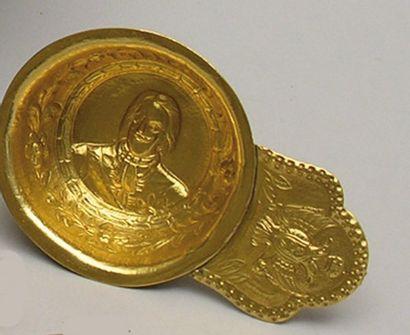KOVTCH en argent doré repoussé du portrait...