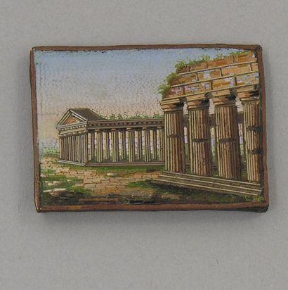 MICRO-MOSAIQUE représentant des temples antiques....