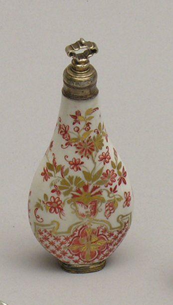 FLACON A PARFUM en forme de goutte en porcelaine...