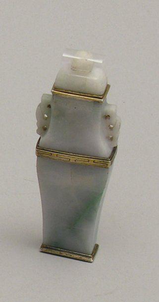 VASE FLACON en jade néphrite à monture d'argent...