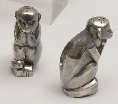 PAIRE DE SALIERES en métal argenté représentant...
