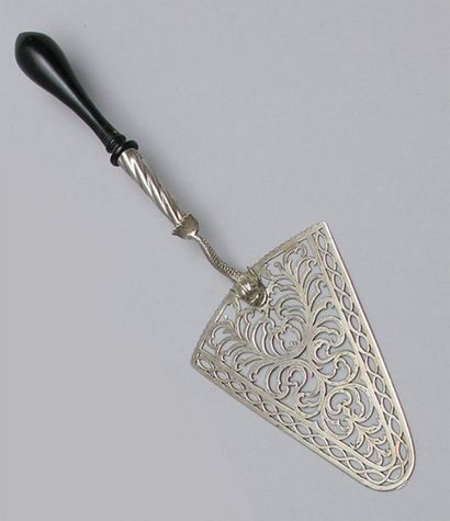 PELLE A TARTE en argent à spatule ajourée...