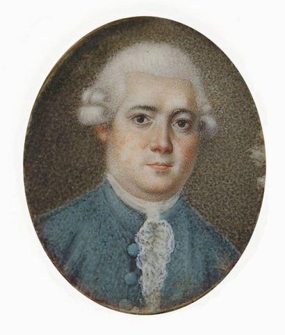 ECOLE FRANCAISE vers 1770 Portrait d'homme en habit bleu Miniature ovale 3,5 x 2,7...