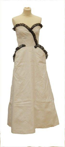NINA RICCI Haute Boutique-Paris: Robe longue...