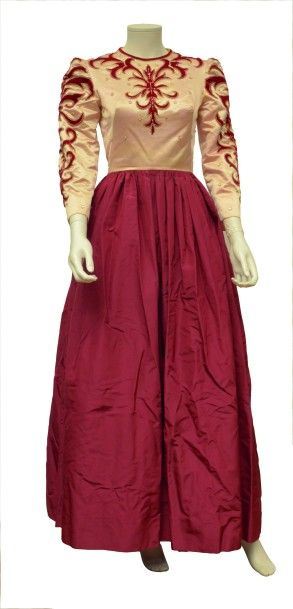 PIERRE BALMAIN: Robe longue, corsage en satin...