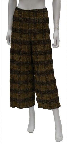 LILITH : 4 pieces comprenant une jupe à bretelle...