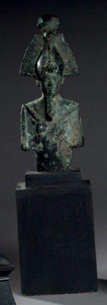 STATUETTE représentant un buste du dieu Osiris....