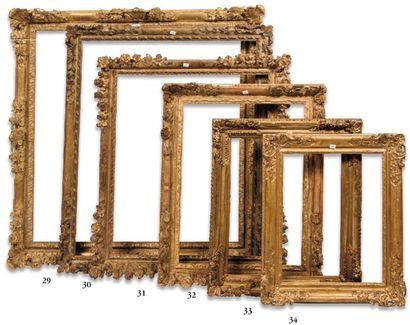 CADRE en bois sculpté et redoré à décor de...