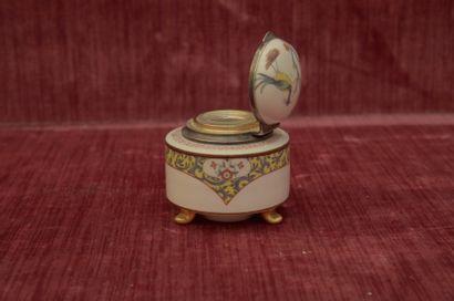 CHANTILLY XIXème s. ENCRIER en porcelaine...