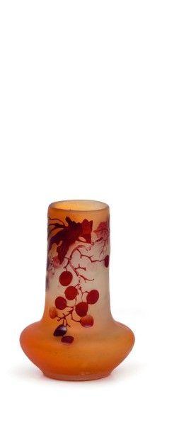 Émile GALLÉ (1846-1904)  Petit vase cylindrique...