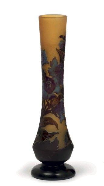 Émile GALLÉ (1846-1904)  Vase balustre à...
