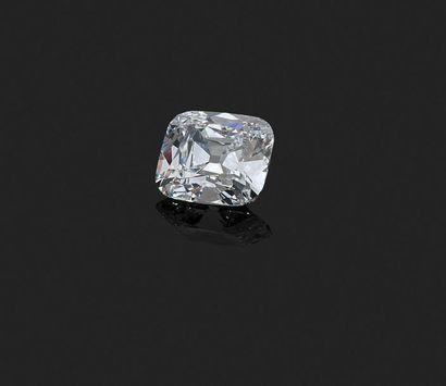 VAN CLEEF & ARPELS - BAGUE en or gris, ornée d'un exceptionnel diamant (couleur...