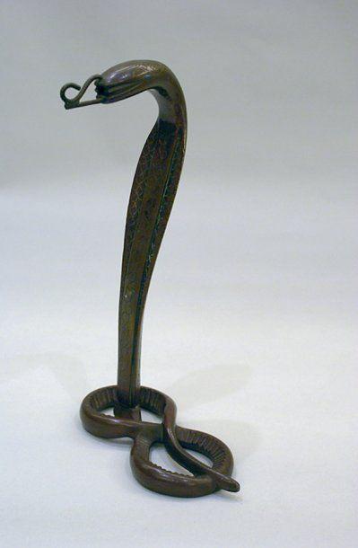 PIED DE LAMPE en bronze en forme de cobra....