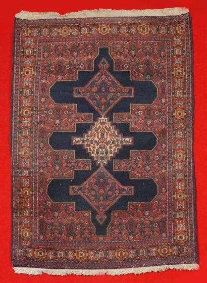 Ancien tapis SENNEH (Nord Ouest de la Perse)...