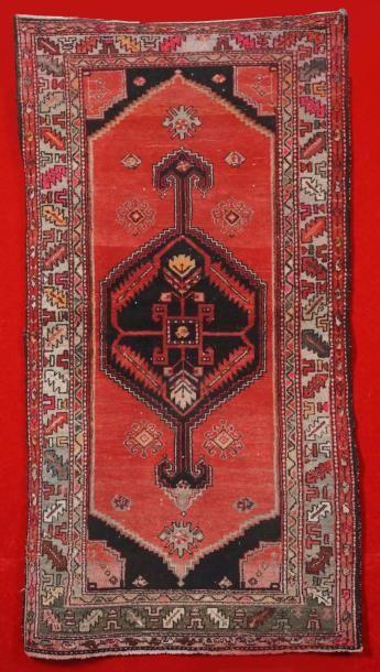 Tapis MOSSOUL (Iran) vers 1950/1960, orné...