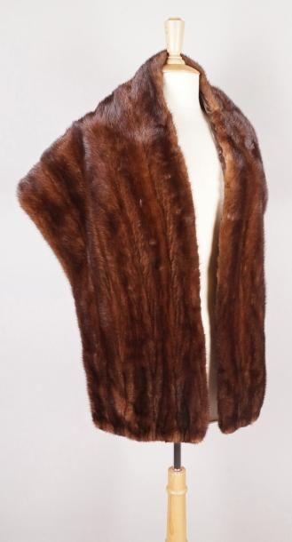 ÉTOLE en vison scanbrown. L.: 165 cm