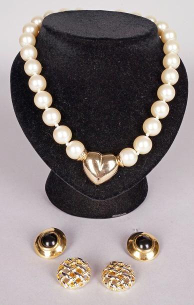 COLLIER choker de perles synthétiques avec...