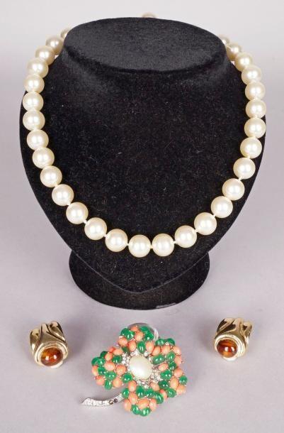 COLLIER choker de perles synthétiques de...