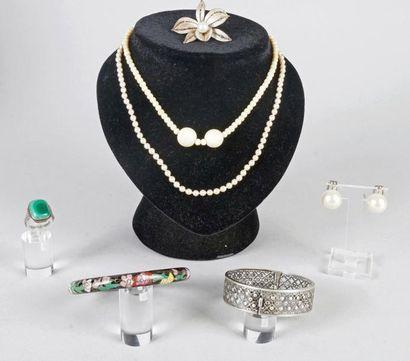 COLLIER en ivoire, COLLIER en perles synthétiques,...