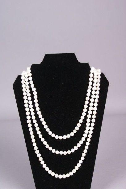 Grand sautoir choker en perles de culture....