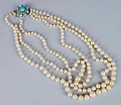 COLLIER à trois rangs de perles de culture...