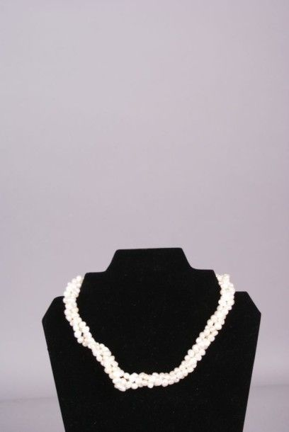 Collier choker à 3 rangs de perles baroques,...