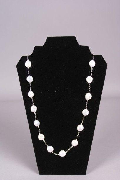 Sautoir de perles plates de culture sur...
