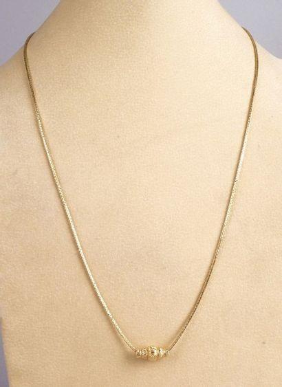 CHAÎNE en or jaune agrémentée d'un pendentif...