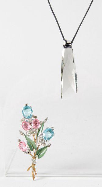 1 - SWAROVSKI PENDENTIF en cristal fumé,...