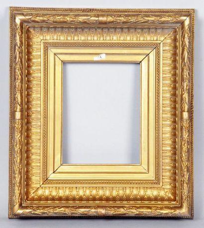 CADRE en bois et stuc dorés d'époque Louis-Philippe...