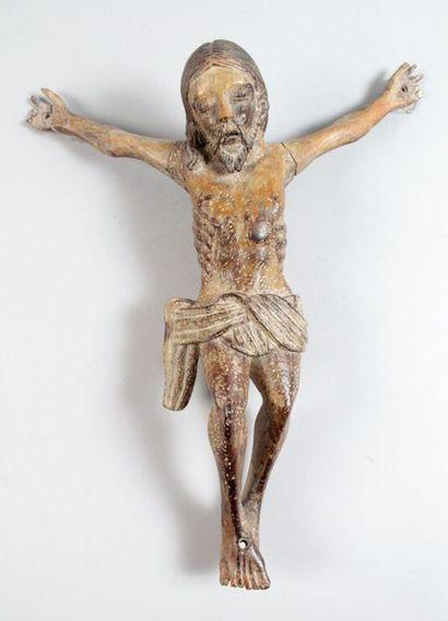 CHRIST MORT en bois sculpté. Visage aux yeux...