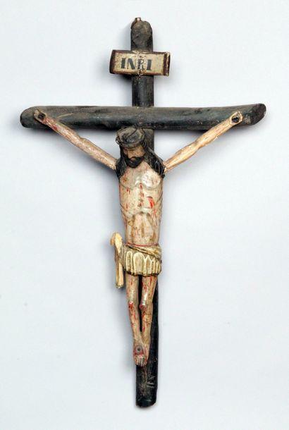 CRUCIFIX AVEC CHRIST en bois sculpté et polychromé,...