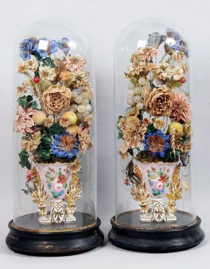PAIRE DE BOUQUETS DE MARIÉE en porcelaine...