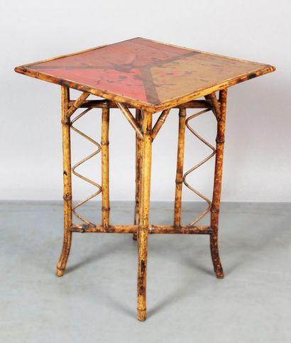 TABLE DE SALON CARRÉE de style chinois en...