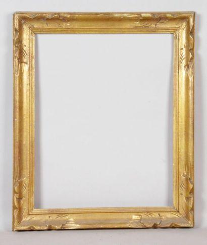 CADRE en bois doré de style baroque. 38 x...